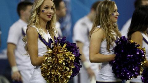 Washington cheerleaders