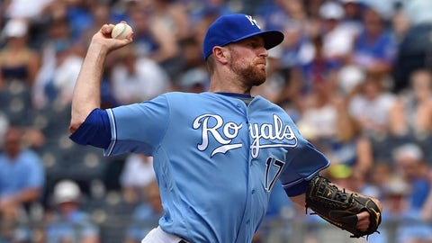 Cubs acquire Wade Davis from Royals