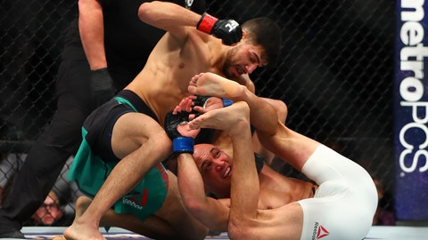 Yair Rodriguez over Frankie Edgar