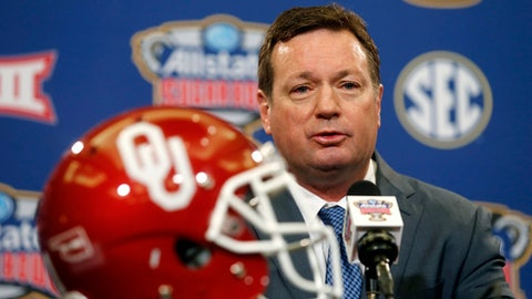 Oklahoma head coach Bob Stoops speaks at a news conference in New Orleans, Sunday, Jan. 1, 2017, for the upcoming Sugar Bowl NCAA college football game, which will be played Jan. 2 against Auburn. (AP Photo/Gerald Herbert)
