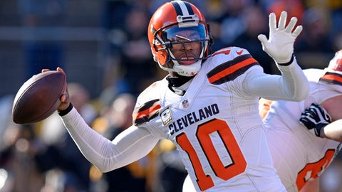 Cleveland Browns quarterback Robert Griffin III (10) throws a pass during the first half of an NFL football game against the Pittsburgh Steelers in Pittsburgh, Sunday, Jan. 1, 2017. (AP Photo/Don Wright)