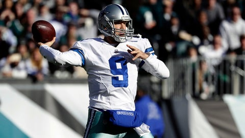 Dallas Cowboys' Tony Romo looks to pass during the first half of an NFL football game against the Philadelphia Eagles, Sunday, Jan. 1, 2017, in Philadelphia. (AP Photo/Michael Perez)