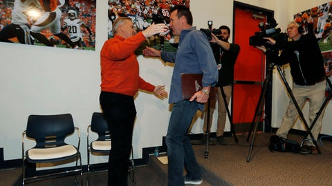 Denver Broncos general manager John Elway, left, hugs Gary Kubiak after Kubiak stepped down as head coach of the Denver Broncos because of health concerns Monday, Jan. 2, 2017, at team headquarters in Englewood, Colo. (AP Photo/David Zalubowski)