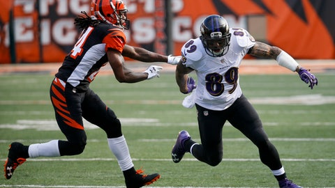 CORRECTS TO BALTIMORE RAVENS STEVE SMITH FROM CINCINNATI BENGALS TIGHT END RYAN HEWITT (89) - Baltimore Ravens wide receiver Steve Smith (89) runs against Cincinnati Bengals cornerback Adam Jones (24) in the first half of an NFL football game, Sunday, Jan. 1, 2017, in Cincinnati. (AP Photo/Frank Victores)
