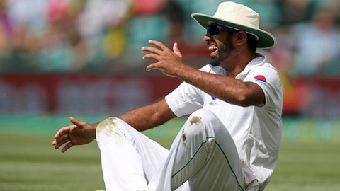 Pakistan's Wahab Riaz laughs after dropping to the ground to avoid being hit by the ball during their cricket test match against Australia in Sydney  Wednesday, Jan. 4, 2017. (AP Photo/Rick Rycroft)