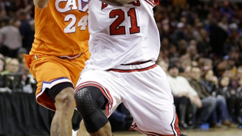 Chicago Bulls' Jimmy Butler (21) drives against Cleveland Cavaliers' Richard Jefferson (24) in the second half of an NBA basketball game, Wednesday, Jan. 4, 2017, in Cleveland. The Bulls won 106-94. (AP Photo/Tony Dejak)