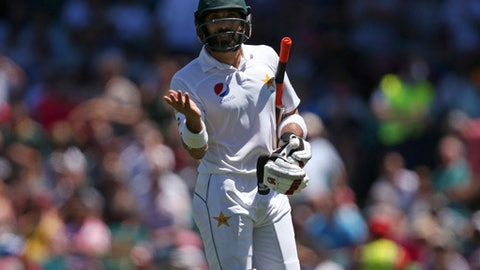 Pakistan's Misbah-ul-Haq walks off after losing his wicket to Australia during their cricket test match in Sydney, Australia, Saturday, Jan. 7, 2017. (AP Photo/Rick Rycroft)