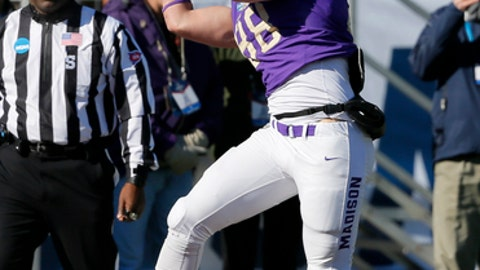 James Madison tight end Jonathan Kloosterman (88) catches a pass for a touchdown in the first half of the FCS championship NCAA college football game against Youngstown State, Saturday, Jan. 7, 2017, in Frisco, Texas (AP Photo/Tony Gutierrez)