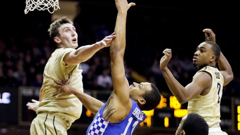 Kentucky guard Isaiah Briscoe (13) shoots between Vanderbilt defenders Luke Kornet, left, Jeff Roberson (11) and Joe Toye, right, during the first half of an NCAA college basketball game Tuesday, Jan. 10, 2017, in Nashville, Tenn. (AP Photo/Mark Humphrey)
