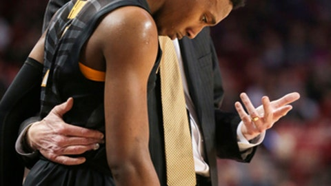 Missouri's head coach Kim Anderson talks to guard Frankie Hughes (3) during the first half of an NCAA college basketball game against Arkansas, Saturday, Jan. 14, 2017, in Fayetteville, Ark. (AP Photo/Chris Brashers)