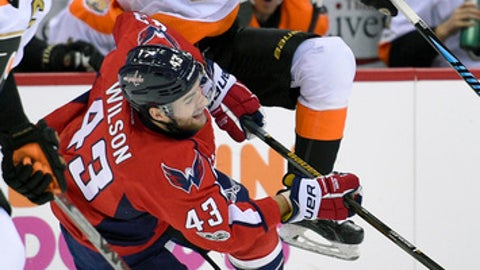 Philadelphia Flyers right wing Wayne Simmonds, top, collides with Washington Capitals right wing Tom Wilson (43) during the second period of an NHL hockey game, Sunday, Jan. 15, 2017, in Washington. (AP Photo/Nick Wass)