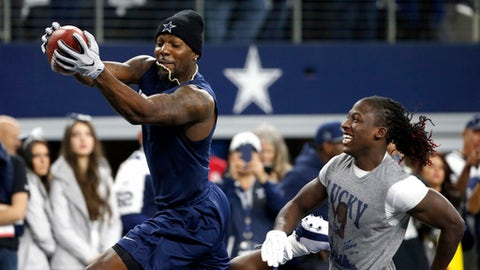Dallas Cowboys wide receiver Dez Bryant, left, and wide receiver Lucky Whitehead warm up before an NFL divisional playoff football game against the Green Bay Packers, Sunday, Jan. 15, 2017, in Arlington, Texas. (AP Photo/Michael Ainsworth)