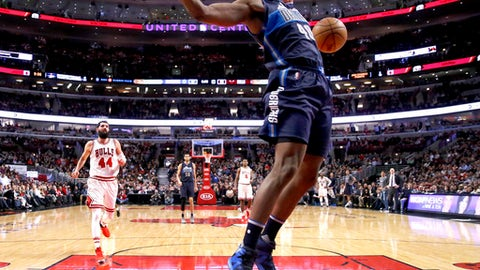Dallas Mavericks' Harrison Barnes dunks the ball during the second half of an NBA basketball game against the Chicago Bulls Tuesday, Jan. 17, 2017, in Chicago. The Mavericks won 99-98. (AP Photo/Charles Rex Arbogast)