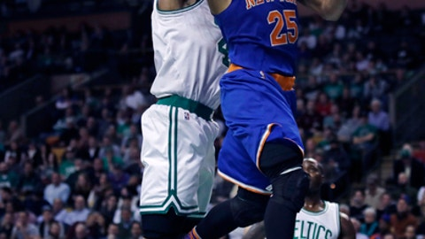 New York Knicks guard Derrick Rose (25) drives to the basket against the Boston Celtics during the second half of an NBA basketball game in Boston, Wednesday, Jan. 18, 2017. Rose scored 30 as the Knicks defeated the Celtics 117-106. (AP Photo/Charles Krupa)
