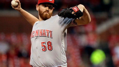 Cincinnati Reds starting pitcher Dan Straily throws during the first inning of a baseball game against the St. Louis Cardinals, Thursday, Sept. 29, 2016, in St. Louis. (AP Photo/Jeff Roberson)