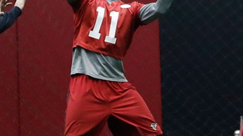 Atlanta Falcons wide receiver Julio Jones (11) makes a catch during an NFL football practice, Thursday, Jan. 19, 2017, in Flowery Branch, Ga. The  Falcons will face the Green Bay Packers in the NFC Championship on Sunday in Atlanta. (AP Photo/John Bazemore)