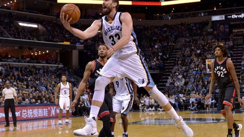 Memphis Grizzlies center Marc Gasol shoots against Toronto Raptors guard Norman Powell, left, in the second half of an NBA basketball game, Wednesday, Jan. 25, 2017, in Memphis, Tenn. (AP Photo/Brandon Dill)