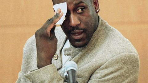 Former NBA basketball player Charles Shackleford wipes his forehead as he answers questions about his relationship with fellow witness Candace Smith Monday, Dec. 4, 2000, in Charlotte, N.C., during Rae Carruth's murder trial. Carruth is on trial for the murder of Cherica Adams. (AP Photo/Jeff Siner, Pool)