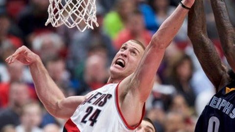 Portland Trail Blazers center Mason Plumlee, left, and Memphis Grizzlies forward JaMychal Green vie for a rebound during the second half of an NBA basketball game in Portland, Ore., Friday, Jan. 27, 2017. (AP Photo/Craig Mitchelldyer)