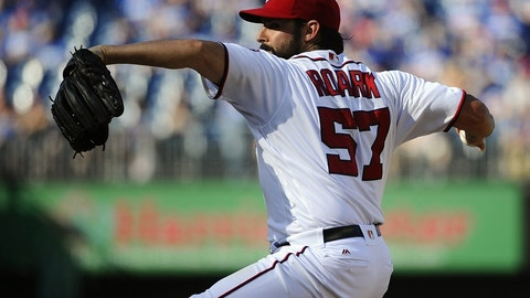 Roark thumped by Braves
