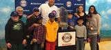 Anthony Rizzo visits children's hospital with World Series trophy