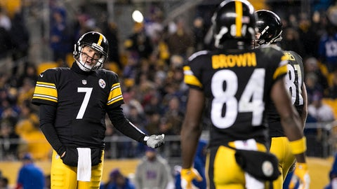 PITTSBURGH, PA - DECEMBER 04: Pittsburgh Steelers Quarterback Ben Roethlisberger (7) discusses the play with Pittsburgh Steelers Wide Receiver Antonio Brown (84) during the NFL Football game between the New York Giants and the Pittsburgh Steelers on December 4, 2016, at Heinz Field in Pittsburgh, PA. (Photo by Mark Alberti/Icon Sportswire via Getty Images)