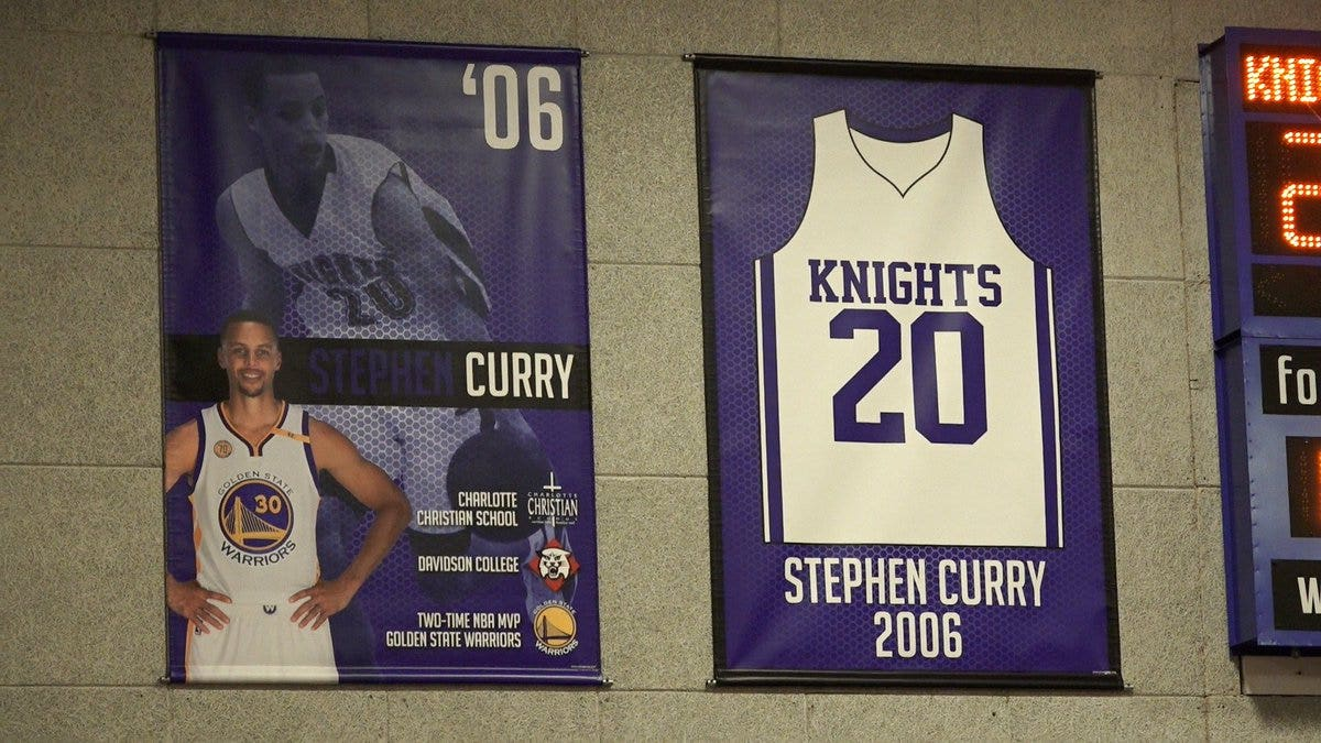check out 92ae4 1b99e Stephen Curry's high school retires his jersey