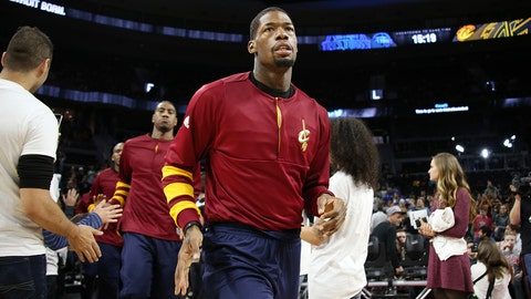 AUBURN HILLS, MI - DECEMBER 26:  DeAndre Liggins #14 of the Cleveland Cavaliers enters the arena before a game against the Detroit Pistons on December 26, 2016 at The Palace of Auburn Hills in Auburn Hills, Michigan. NOTE TO USER: User expressly acknowledges and agrees that, by downloading and/or using this photograph, User is consenting to the terms and conditions of the Getty Images License Agreement. Mandatory Copyright Notice: Copyright 2016 NBAE (Photo by Brian Sevald/NBAE via Getty Images)
