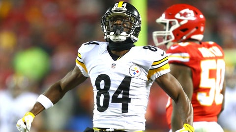 KANSAS CITY, MP - JANUARY 15: Wide receiver Antonio Brown #84 of the Pittsburgh Steelers celebrates after a catch against the Kansas City Chiefs during the second quarter in the AFC Divisional Playoff game at Arrowhead Stadium on January 15, 2017 in Kansas City, Missouri.  (Photo by Dilip Vishwanat/Getty Images)