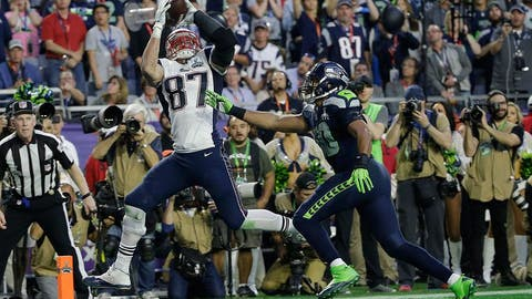 Rob Gronkowski hauls in a 22-yard touchdown pass 36 seconds before the half (SB XLIX vs. Seahawks)