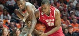 Badgers jump out to early lead, rout Illinois 57-43
