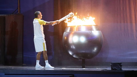 RIO DE JANEIRO, BRAZIL - AUGUST 5: Vanderlei Cordeiro de Lima lights the Olympic cauldron with the Olympic torch during the opening ceremony of the 2016 Summer Olympics at Maracana Stadium on August 5, 2016 in Rio de Janeiro, Brazil. (Photo by Jean Catuffe/Getty Images)