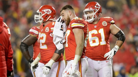KANSAS CITY, MP - JANUARY 15:  Tight end Travis Kelce #87 of the Kansas City Chiefs reacts against the Pittsburgh Steelers during the fourth quarter in the AFC Divisional Playoff game at Arrowhead Stadium on January 15, 2017 in Kansas City, Missouri.  (Photo by Jamie Squire/Getty Images)