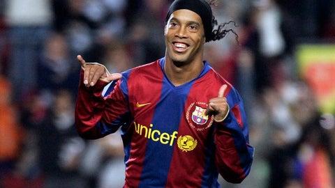Ronaldinho joins Manchester United in 2003 instead of Barcelona