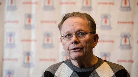 Retired Philadelphia Inquirer columnist Bill Lyon speaks during a news conference in Cherry Hill, N.J., Friday, Feb. 3, 2017. Lyon, who has Alzheimer's disease, was named Most Courageous by The Philadelphia Sports Writers Association and delivered a touching speech at Friday night's banquet. He'll be inducted in April into the Big 5 Hall of Fame with local basketball greats Jameer Nelson and Randy Foye. (AP Photo/Matt Rourke)