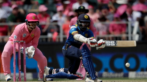 Sri Lanka's batsman Niroshan Dickwella, right, plays a shot as South Africa's wicketkeeper Quinton de Kock, looks on during the 3rd One Day International cricket match between South Africa and Sri Lanka, at the Wanderers stadium in Johannesburg, South Africa, Saturday, Feb. 4, 2017. (AP Photo/Themba Hadebe)