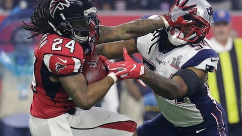 Atlanta Falcons' Devonta Freeman runs against New England Patriots' Dont'a Hightower during the second half of the NFL Super Bowl 51 football game Sunday, Feb. 5, 2017, in Houston. (AP Photo/Eric Gay)