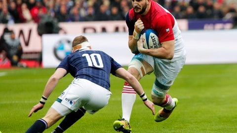 France's Loann Goujon, right, runs past Scotland's Finn Russell during the Six Nations international rugby match between France and Scotland at the Stade de France stadium in Saint-Denis, outside Paris, Sunday, Feb. 12, 2017. (AP Photo/Christophe Ena)