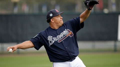 Atlanta Braves starting pitcher Bartolo Colon warms up at a baseball spring training workout, Wednesday, Feb. 15, 2017, in Lake Buena Vista, Fla. (AP Photo/John Raoux)