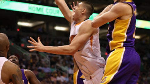 PHOENIX, AZ - FEBRUARY 15:  Alex Len #21 of the Phoenix Suns attempts a shot past Larry Nance Jr. #7 of the Los Angeles Lakers during the second half of the NBA game at Talking Stick Resort Arena on February 15, 2017 in Phoenix, Arizona. The Pelicans defeated the Suns 110-108. NOTE TO USER: User expressly acknowledges and agrees that, by downloading and or using this photograph, User is consenting to the terms and conditions of the Getty Images License Agreement.  (Photo by Christian Petersen/Getty Images)
