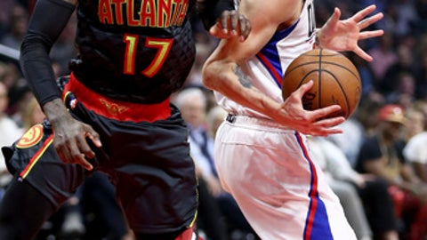LOS ANGELES, CA - FEBRUARY 15:  Dennis Schroder #17 of the Atlanta Hawks defends against Austin Rivers #25 of the Los Angeles Clippers during the first half of a game at Staples Center on February 15, 2017 in Los Angeles, California.   NOTE TO USER: User expressly acknowledges and agrees that, by downloading and or using this photograph, User is consenting to the terms and conditions of the Getty Images License Agreement.  (Photo by Sean M. Haffey/Getty Images)