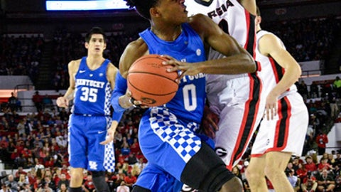 Kentucky guard De'Aaron Fox (0) drives the baseline as Georgia guard J.J. Frazier defends during the first half of an NCAA basketball game, Saturday, Feb. 18, 2017, in Athens, Ga. (AP Photo/John Amis)