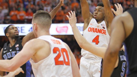 Syracuse's John Gillon shoots the game winning shot in the final seconds of an NCAA college basketball game against Duke in Syracuse, N.Y., Wednesday, Feb. 22, 2017. Syracuse won 78-75. (AP Photo/Nick Lisi)