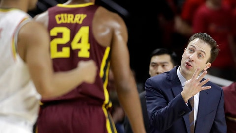Minnesota coach Richard Pitino, right, gestures to forward Eric Curry during the first half of the team's NCAA college basketball game against Maryland, Wednesday, Feb. 22, 2017, in College Park, Md. (AP Photo/Patrick Semansky)