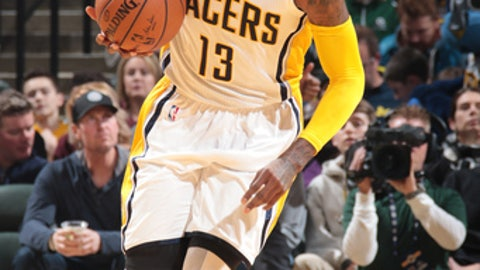 INDIANAPOLIS, IN - FEBRUARY 16:  Paul George #13 of the Indiana Pacers brings the ball up court against the Washington Wizards during the game on February 16, 2017 at Bankers Life Fieldhouse in Indianapolis, Indiana. NOTE TO USER: User expressly acknowledges and agrees that, by downloading and or using this Photograph, user is consenting to the terms and conditions of the Getty Images License Agreement. Mandatory Copyright Notice: Copyright 2017 NBAE (Photo by Ron Hoskins/NBAE via Getty Images)