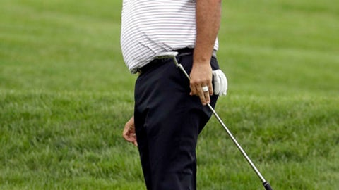 FILE - In this June 17, 2016 fiel photo, Angel Cabrera, of Argentina, watches his putt on the first hole during the rain delayed first round of the U.S. Open golf championship at Oakmont Country Club in Oakmont, Pa. Argentine authorities said Thursday, Feb. 23, 2017, that Cabrera has been charged with assaulting his former partner Cecilia Torres Mana. (AP Photo/Charlie Riedel,File)