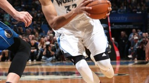 MINNEAPOLIS, MN - FEBRUARY 24:  Karl-Anthony Towns #32 of the Minnesota Timberwolves drives to the basket during a game against the Dallas Mavericks on February 24, 2017 at the Target Center in Minneapolis, Minnesota. NOTE TO USER: User expressly acknowledges and agrees that, by downloading and/or using this photograph, user is consenting to the terms and conditions of the Getty Images License Agreement. Mandatory Copyright Notice: Copyright 2017 NBAE (Photo by David Sherman/NBAE via Getty Images)