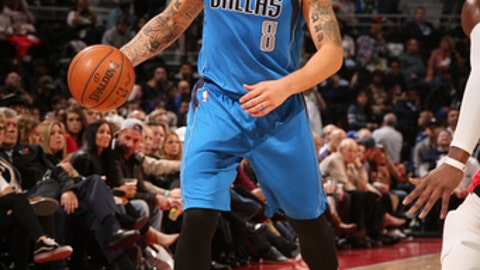 AUBURN HILLS, MI - FEBRUARY 15:  Deron Williams #8 of the Dallas Mavericks handles the ball against the Detroit Pistons on February 15, 2017 at The Palace of Auburn Hills in Auburn Hills, Michigan. NOTE TO USER: User expressly acknowledges and agrees that, by downloading and/or using this photograph, User is consenting to the terms and conditions of the Getty Images License Agreement. Mandatory Copyright Notice: Copyright 2017 NBAE (Photo by Brian Sevald/NBAE via Getty Images)