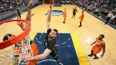 MEMPHIS, TN - FEBRUARY 28: Marc Gasol #33 of the Memphis Grizzlies shoots the ball against the Phoenix Suns during the game on February 28, 2017 at FedExForum in Memphis, Tennessee. NOTE TO USER: User expressly acknowledges and agrees that, by downloading and or using this photograph, User is consenting to the terms and conditions of the Getty Images License Agreement. Mandatory Copyright Notice: Copyright 2017 NBAE (Photo by Joe Murphy/NBAE via Getty Images)