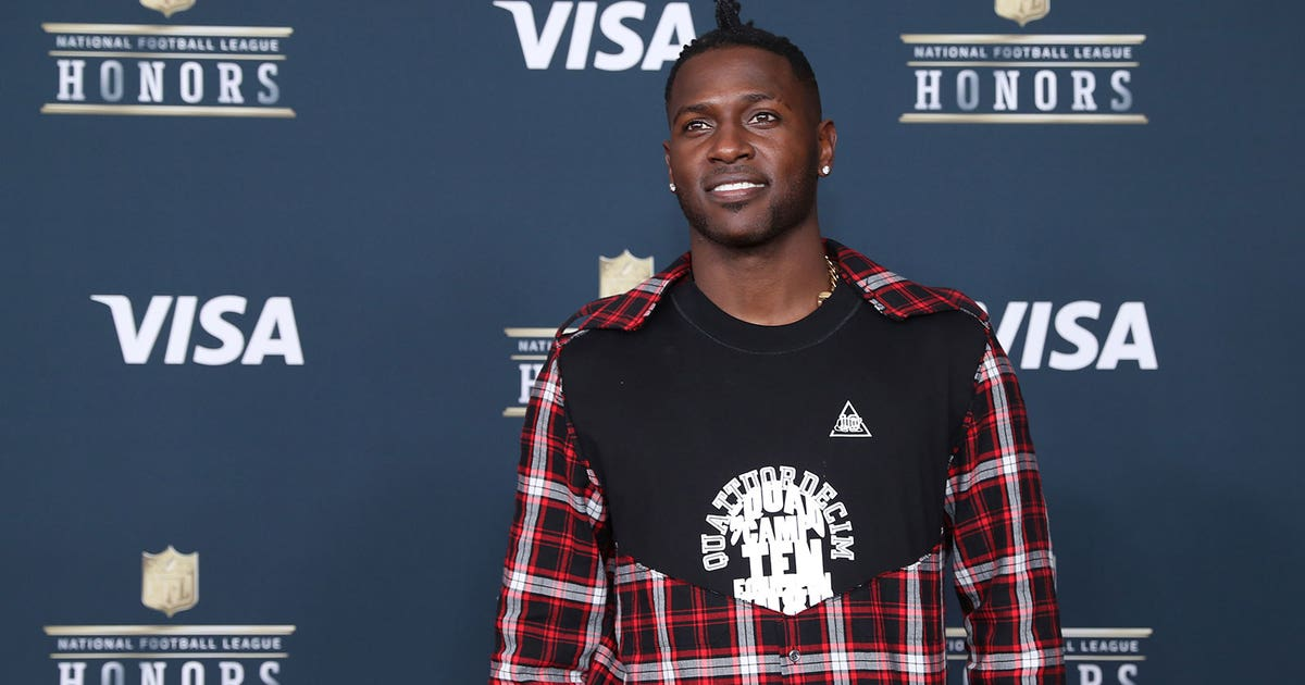 Antonio Brown Showed Up To Nfl Honors Looking Like This But Had A
